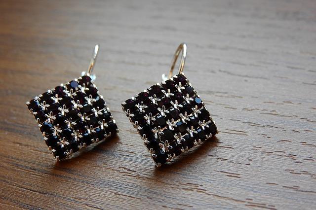 a-pair-of-silver-earrings-2900745_640