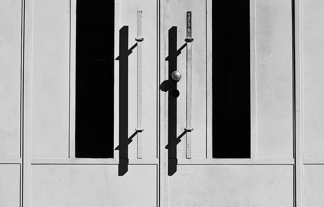 dveře z hliníku