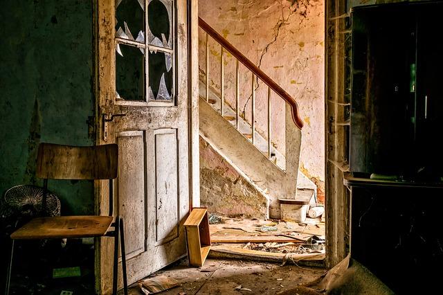 zchátralý dům