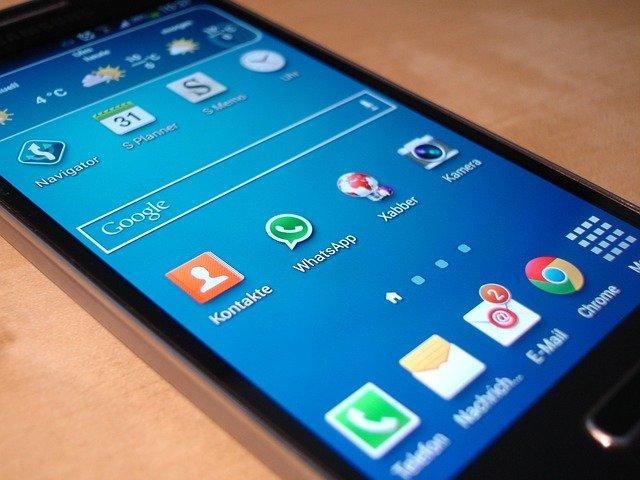 Ste pripravení na skladacie smartfóny?