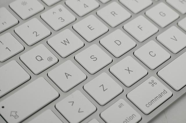 Detail na bielu klávesnicu.jpg